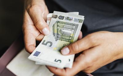 Los motivos por los que no es buena idea que los empleados adelanten dinero para los gastos de empresa